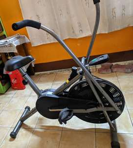 AVON FITNESS CYCLE/ EXERCISE CYCLE AT Rs 10000. 9 MONTHS OLD. HURRY!