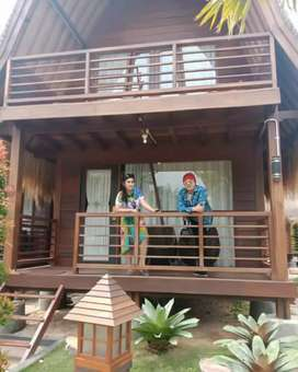 Rumah kayu dua lantai atap sirap ulin