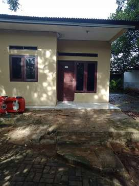 Kontrakan rumah 2 kamar,parkir luas dan kebun asri