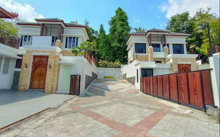 Dijual Villa di Bangunjiwo dengan Infinity Pool view sawah, Grand Bale