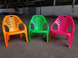 Kursi Santai warna terang merek panen