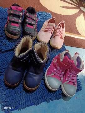 Sepatu anak cewek ukuran 30