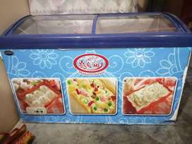 Display freezer for ice-cream