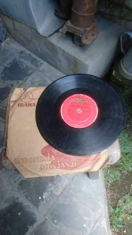 Vinyl Piringan Hitam Lokananta Idris Sardi dan Titiek Puspa thn 50an