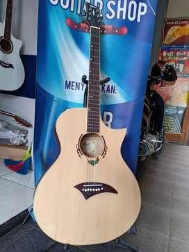 Gitar akustik kaka main salah