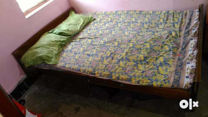 Teak wood two bed with mattress 0
