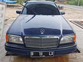 mercedes benz classic 1995 C200