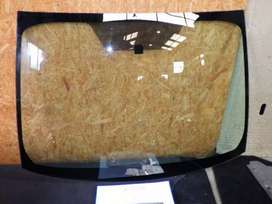 TOYOTA PRIUS 14 FRONT GLASS