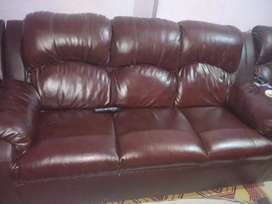 Làther sofa Big size only 3 pcs 9/10 condition