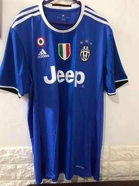 Juventus biru baju olahraga sepakbola