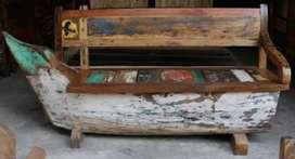 Sofa perahu antik