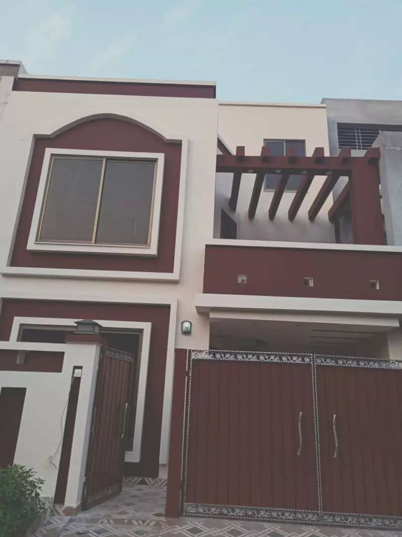 BAHRIA town Lahore 5 Marla littly use house for sale 0
