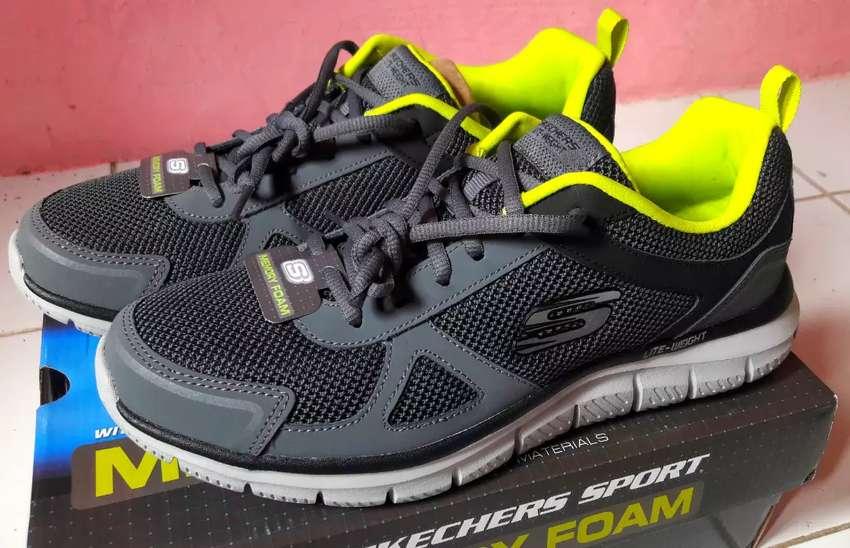 Sepatu Skechers Memory Foam / Lite Weight Ukuran 42 Original 100% 0