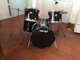 MAPEX TORNADO 5 PIECES DRUM KIT WITH HARDWARE AND CYMBALS