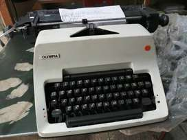 Manual Standard Typewriters
