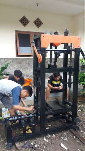 Mesin Press Batako Ukuran 17.10.37