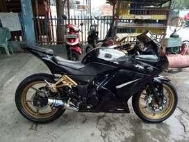 Kawasaki ninja 250 cc tahun 2011 Karbu Msin bagus bodi mulus siap pake