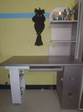 I want to sell new computer table