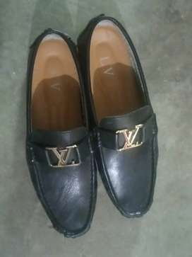 LV SHOES NEW CONDITION NO USED