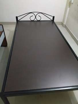 Single bed(Iron)