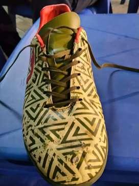 Sepatu futsal Ortus