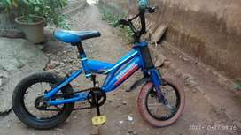 Sepeda anak kecil ukuran 12