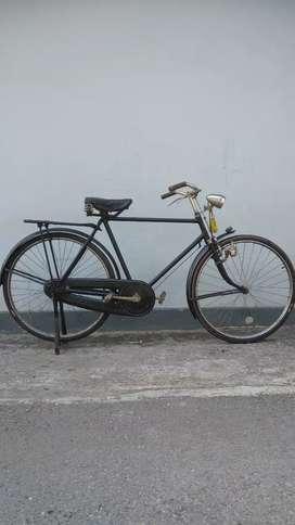 Sepeda tua, sepeda kumbang, sepeda antik, jadul, ontel, othel, lawas