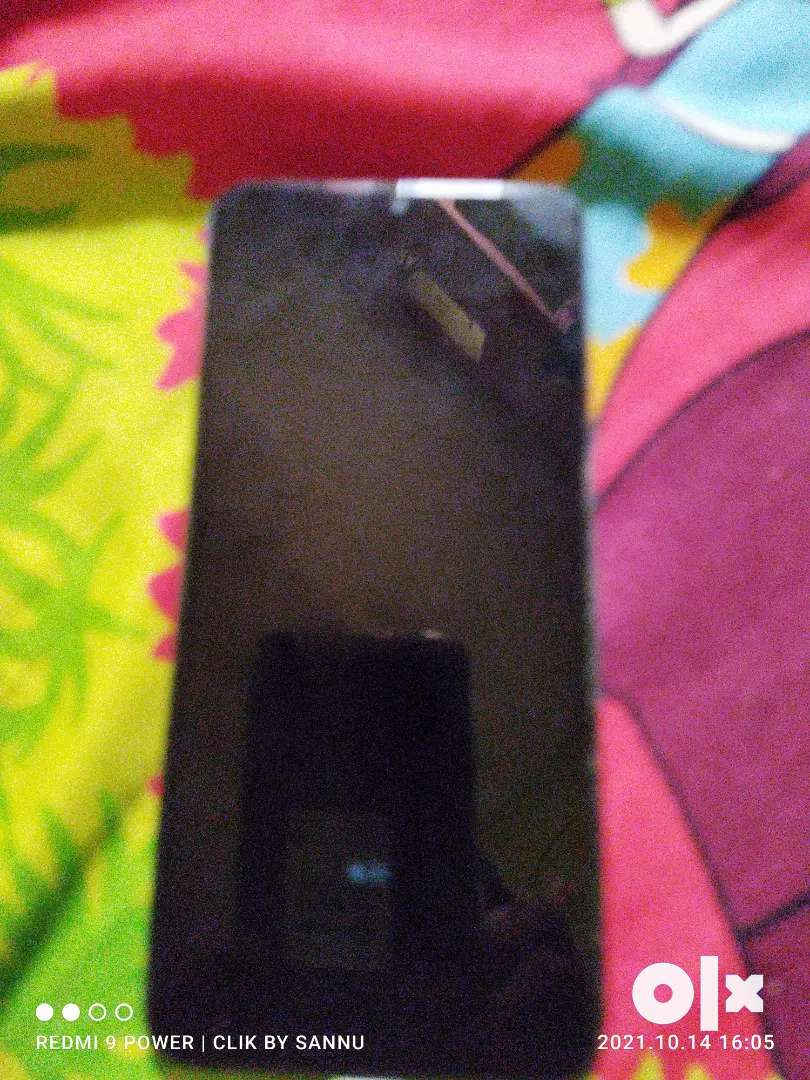 Samsung Galaxy m30, good condition.With charger.but Camera not working
