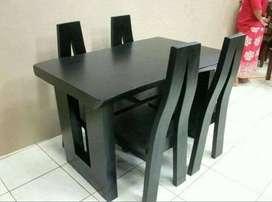 Meja Makan Mewah Alami Trembesi Solid 150cm