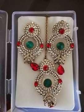 Party earrings and maang tikka set