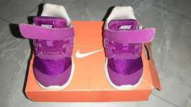 Sepatu NIKE Downshifter 7