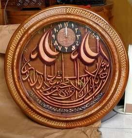 Jam kayu ukir kaligrafi