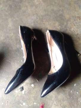 Di jual sepatu bekas baru sekali pemakaian merek sepatu Vivian lie, 39