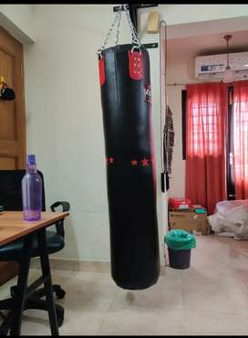 Lew 40 kg 6Ft Boxing/Kickboxing bag w/ wall mounted heavy duty holder