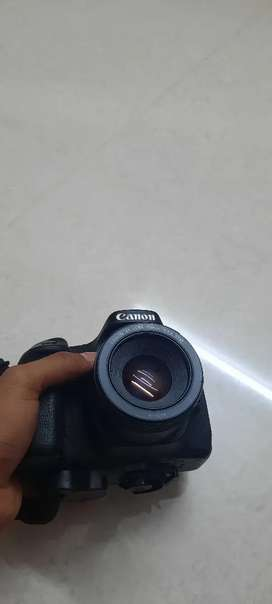 I AM SELLING MY CANON 80D