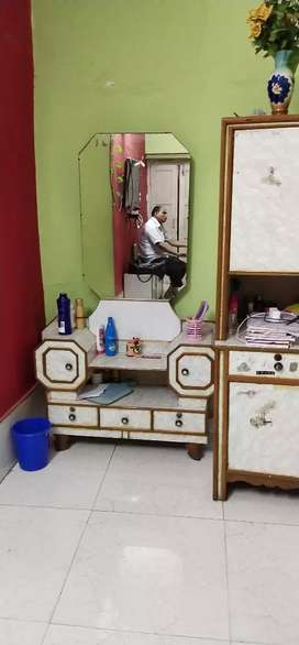 Wardrobe, dressing table for sale