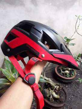 Helm sepeda POLYGON RAMP