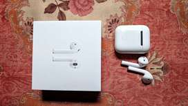 Apple Airpods 2nd generation 1 week old with charging case amd cord