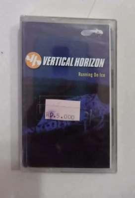 kaset pita original segel album VERTICAL HORIZON : RUNNING ON ICE.