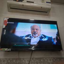 40 inch non smart // sony brand slim 1080p led tv with 1 year warranty