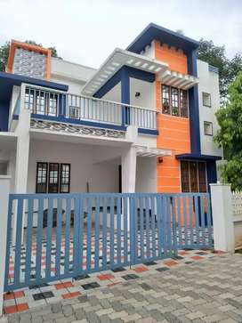 3 bhk 1700 sqft 4.3 cent house at aluva town near edayappuram
