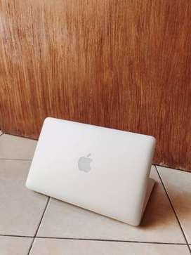 Macbook Air 11 inch Early 2015 like new