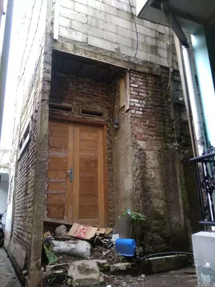 jual rumah 2 lantai ada 9 kamar dan 4 kamar mandi