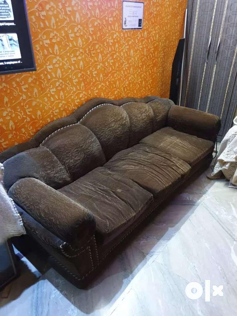 sofa in very fine condition.. 0