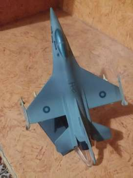 HOME DECORATION PIECE  , ONE PIECE  , F - 16 , 5 PIECES OTHER  JETS  .