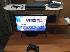 500GB PS4 slim with all accessories but without game 10/10 condition