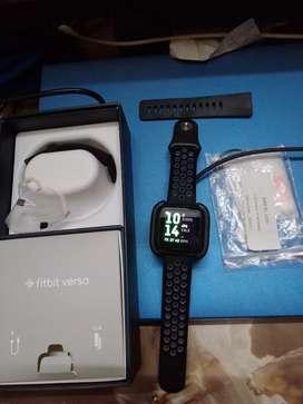 FitbitVersa Unisex Health and Fitness Smartwatch, Onesize(Black)
