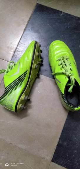 Vicky size 7 football shoes
