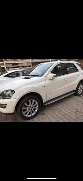 Beautifully maintained SUV Mercedes ML 350.excellent condition. V6 suv