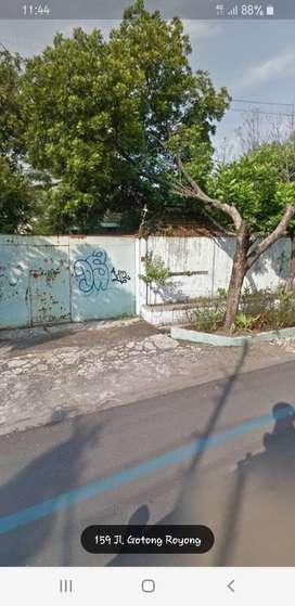 Tanah beserta bangunan di tengah kota